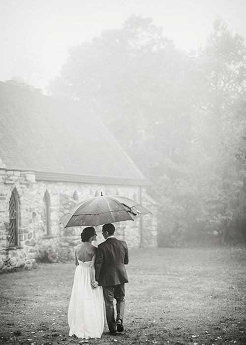 11 Reasons You Want Rain On Your Wedding Day Seriously Rain On Wedding Day Rain Wedding Rainy Wedding Photos