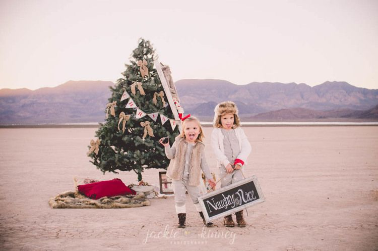 Christmas Tree In The Desert.Christmas Photos In Desert Dry Lake Bed Henderson Nv Family