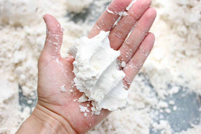 Homemade moonsand, really easy! Only flour and baby oil