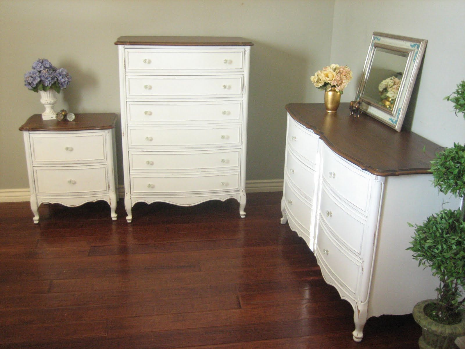 European Paint Finishes White Dresser Set