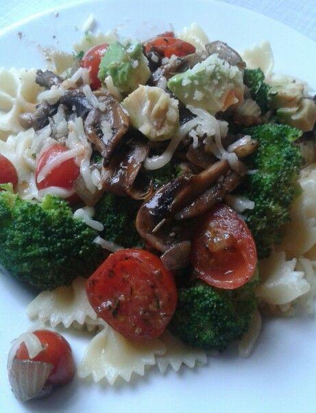 Gemüse-Pfanne*Tomaten*Champignons*Brokkoli*Avocado