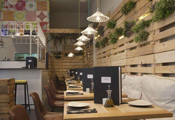 Un Decorado Con Materiales Reciclados Restaurante Qube