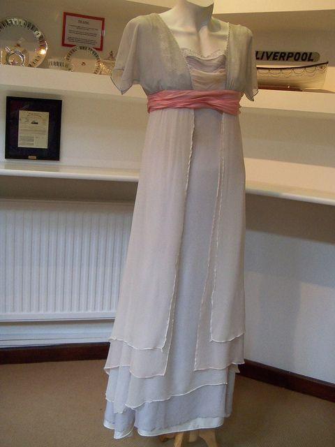 Rose Sinking Dress Beautiful Costumes Movie Misc Pinterest