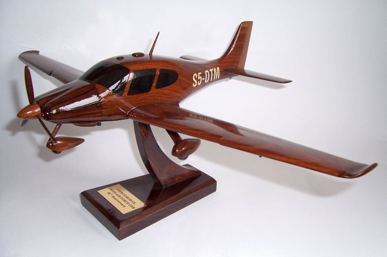 Cirrus SR22 Civil utility aircraft - wooden model, 199 00