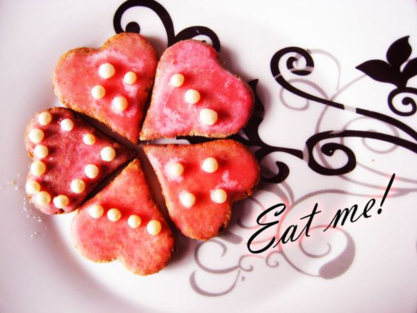 Eat me- a great card to send attatched to valentine's day goodies...