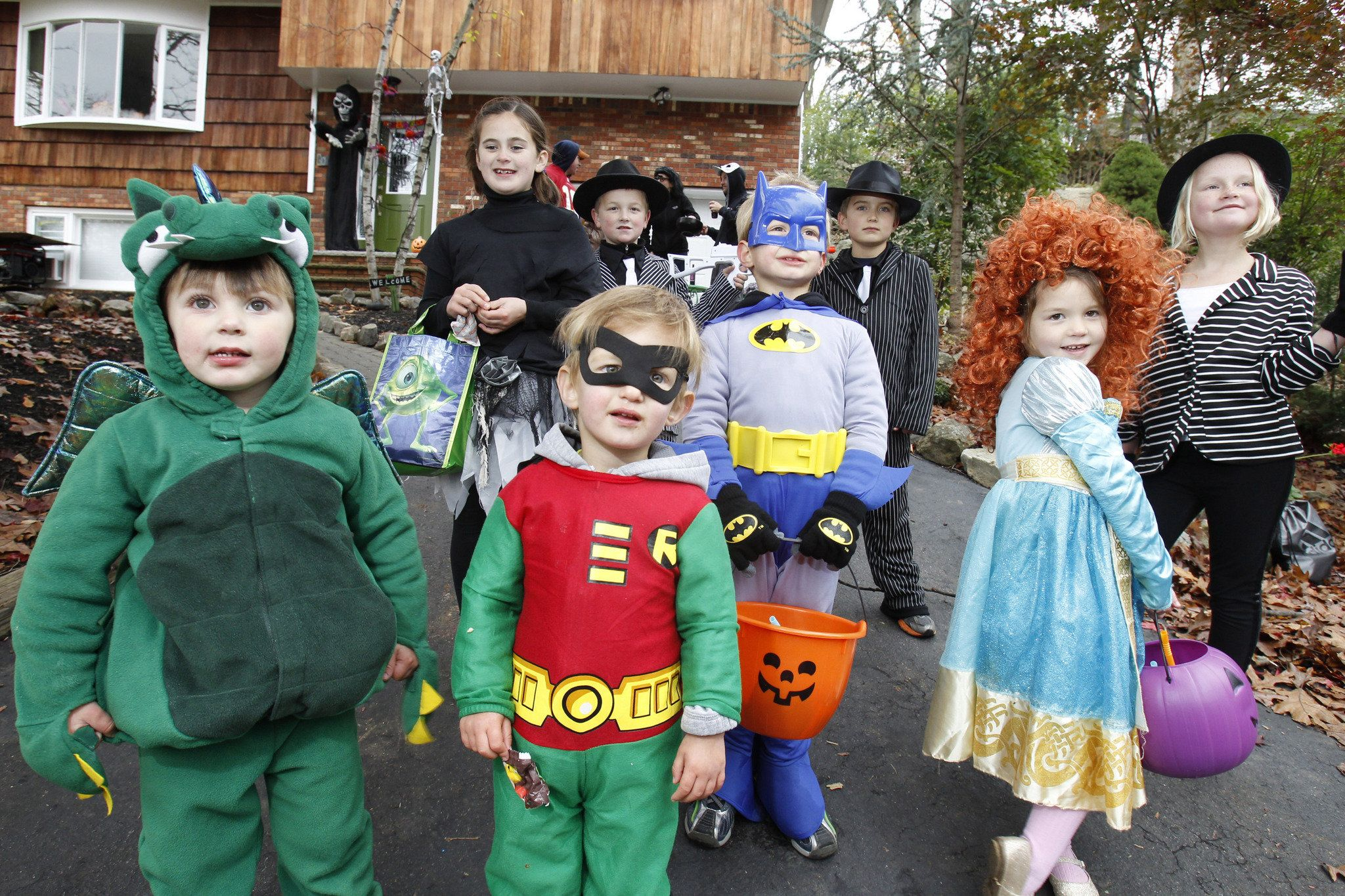 Get Organized for Halloween: 10 Spooktacular Tips Ghosts, witches ...