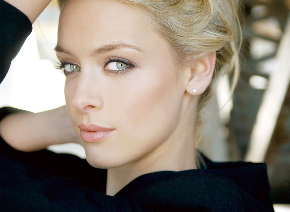 rachel skarsten eye color