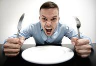 """Cuando te prohíben un alimento durante la dieta, te pones ansioso o hasta de """"malitas"""". Esto es porque el cambio de hábito influye directamente en tu estado de ánimo..."""