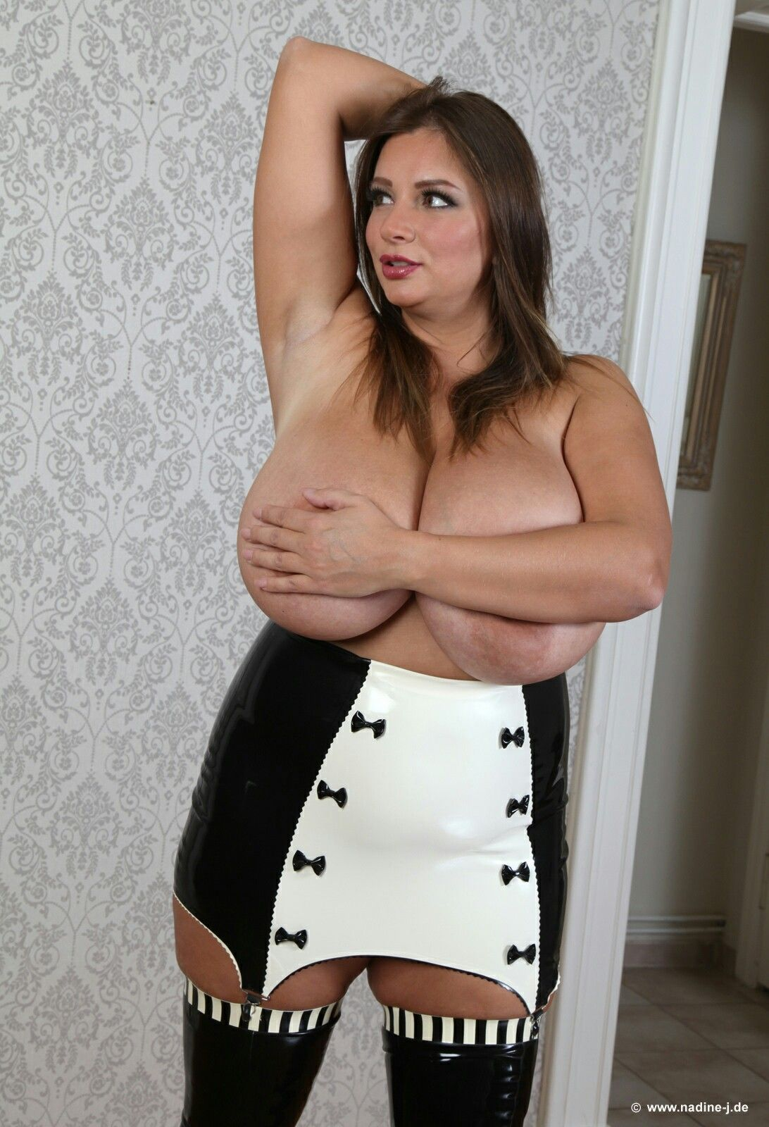 Full figure pussy boobs pictures