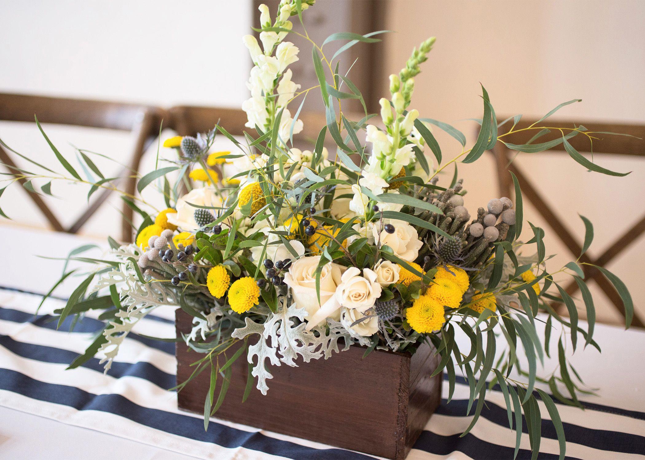 Wedding centerpiece © 2016 A Pretty Flower | Photo by: Julijana M. Tkalec | www.aprettyflower.com
