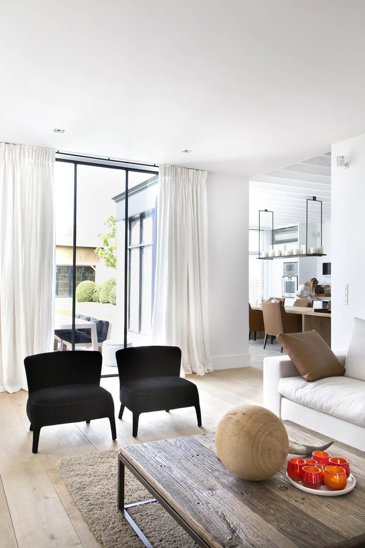 Classic Living Rooms Interior Design: Traditional Meets Modern... Lovely Clean Space With Simple