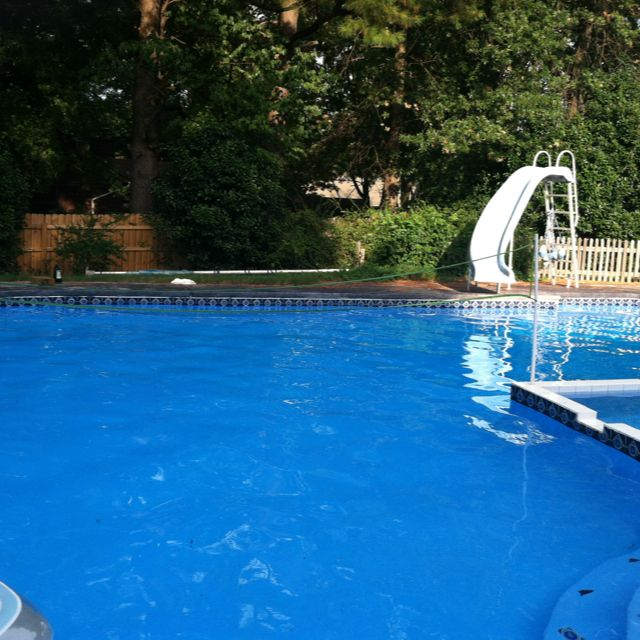 L Shaped Swimming Pool Layouts: L-shaped Pool. The Normal Backyard Pool Without Waterfalls