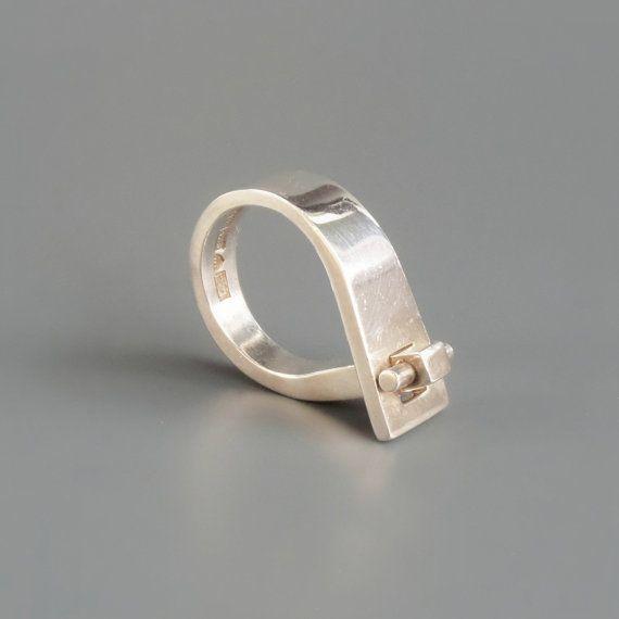 Pekka Piekäinen (FI), vintage minimalist sterling silver ring, 1974. | buy here     Pekka Piekäinen