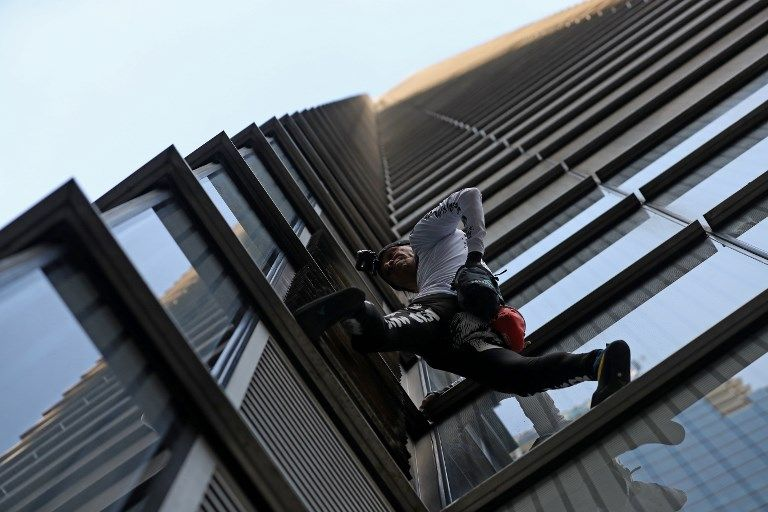 In photos the acrobatics tower & 39; French Spiderman