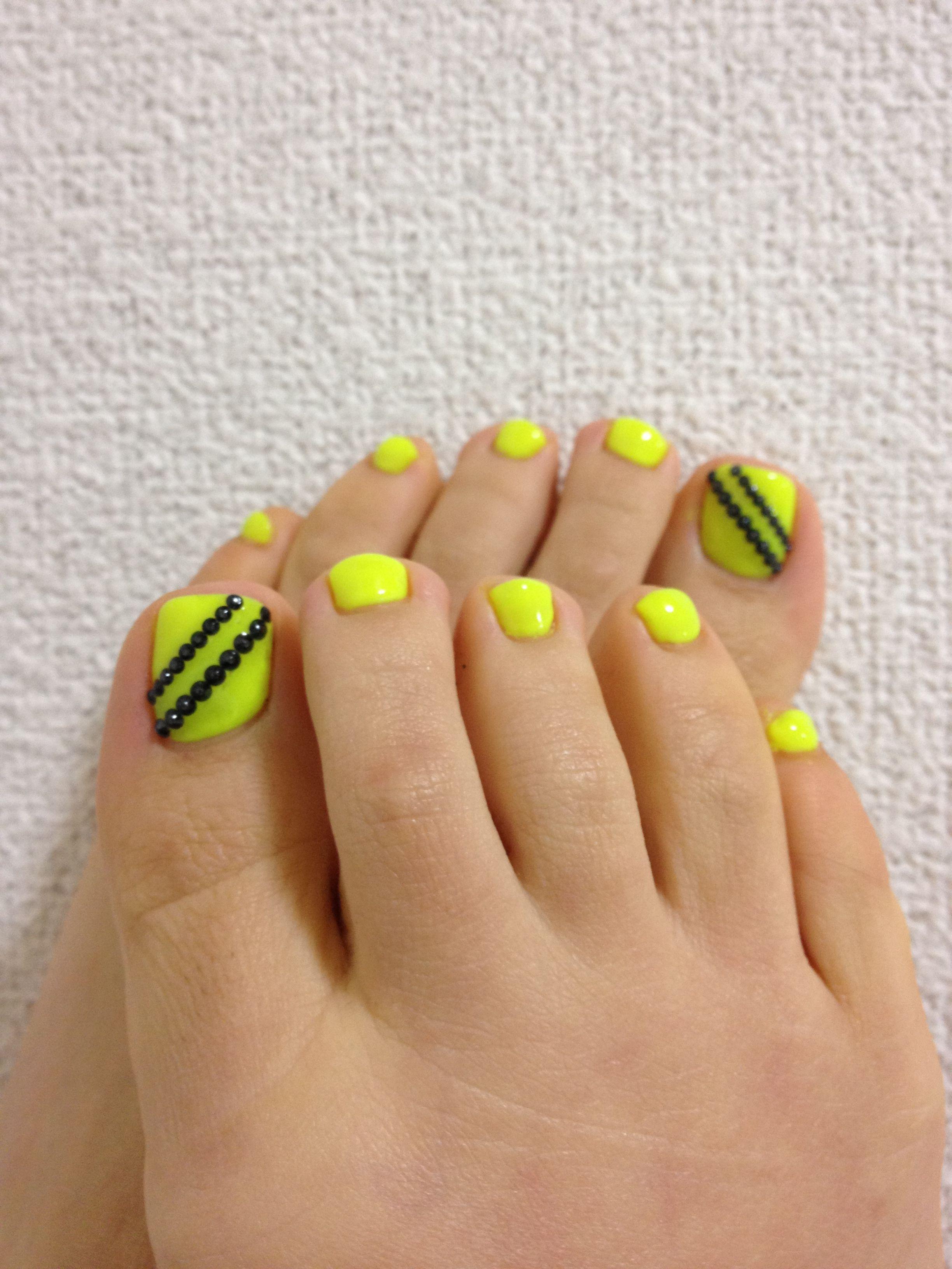 neon yellow nails | NAILS | Pinterest
