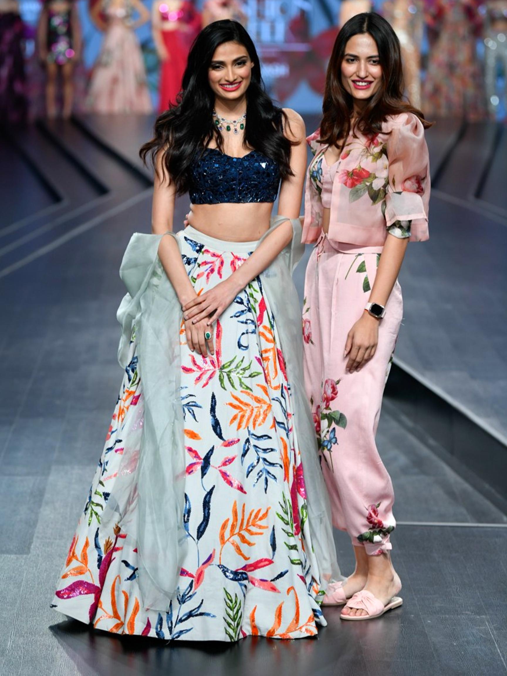 Lotus Make Up India Fashion Week Spring Summer 2020 Mahima Mahajan In 2020 India Fashion Week India Fashion Western Outfits Women