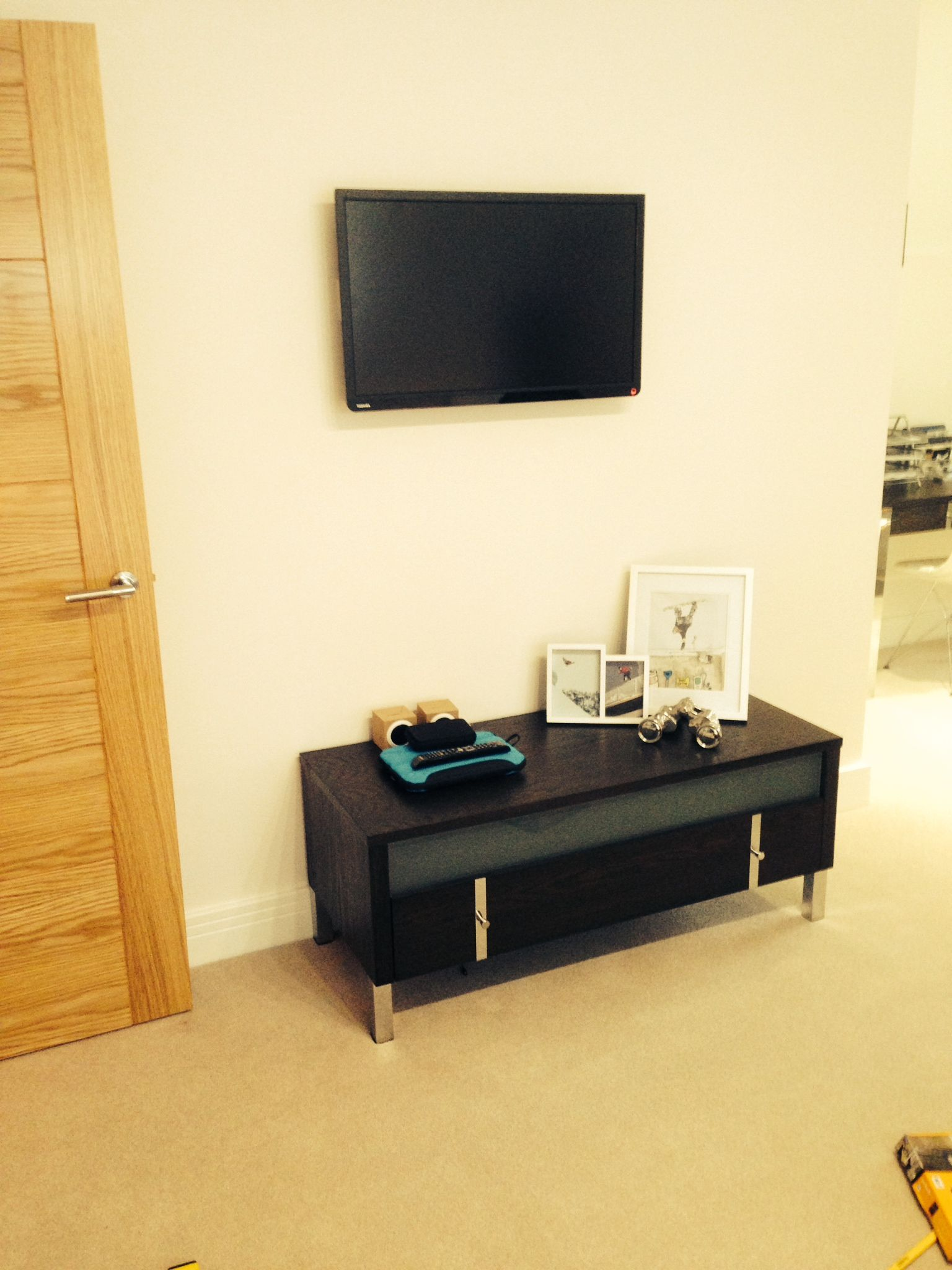 Ascot in Berkshire, Berkshire wall mounted tv