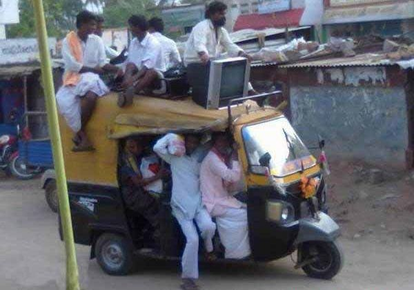 An Overloaded Auto Rickshaw With Images Indian Funny Funny