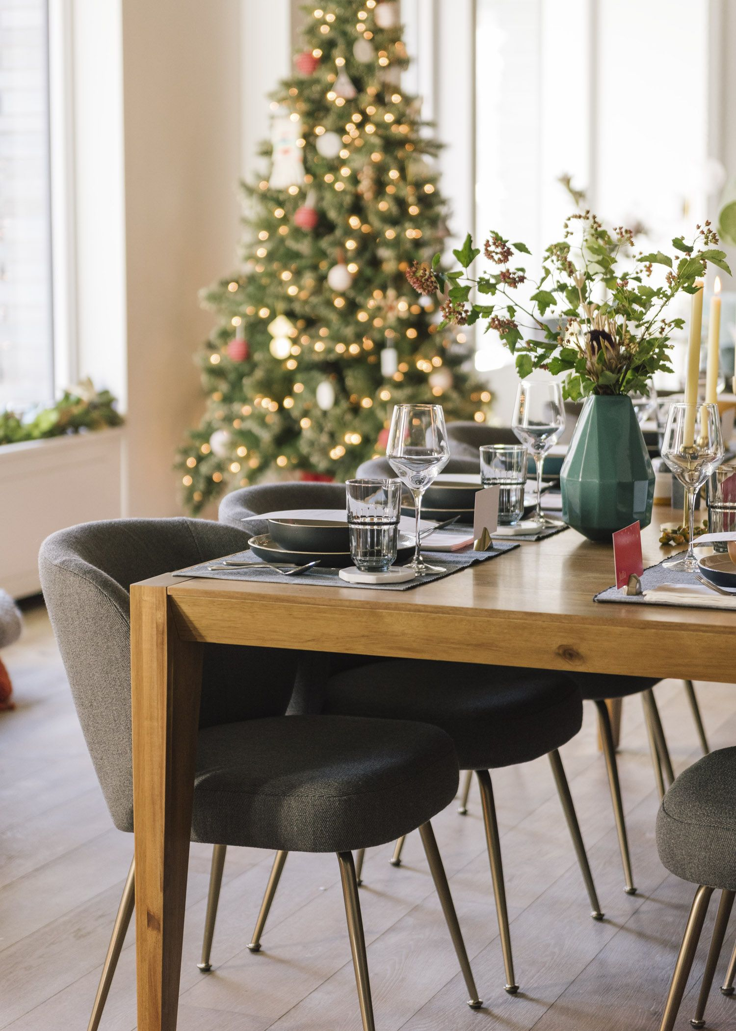 House Tour A Modern Coastal Oasis For Leesa Mattress Co Founder David Wolfe Front Main Small Dining Table New York Loft Home Decor