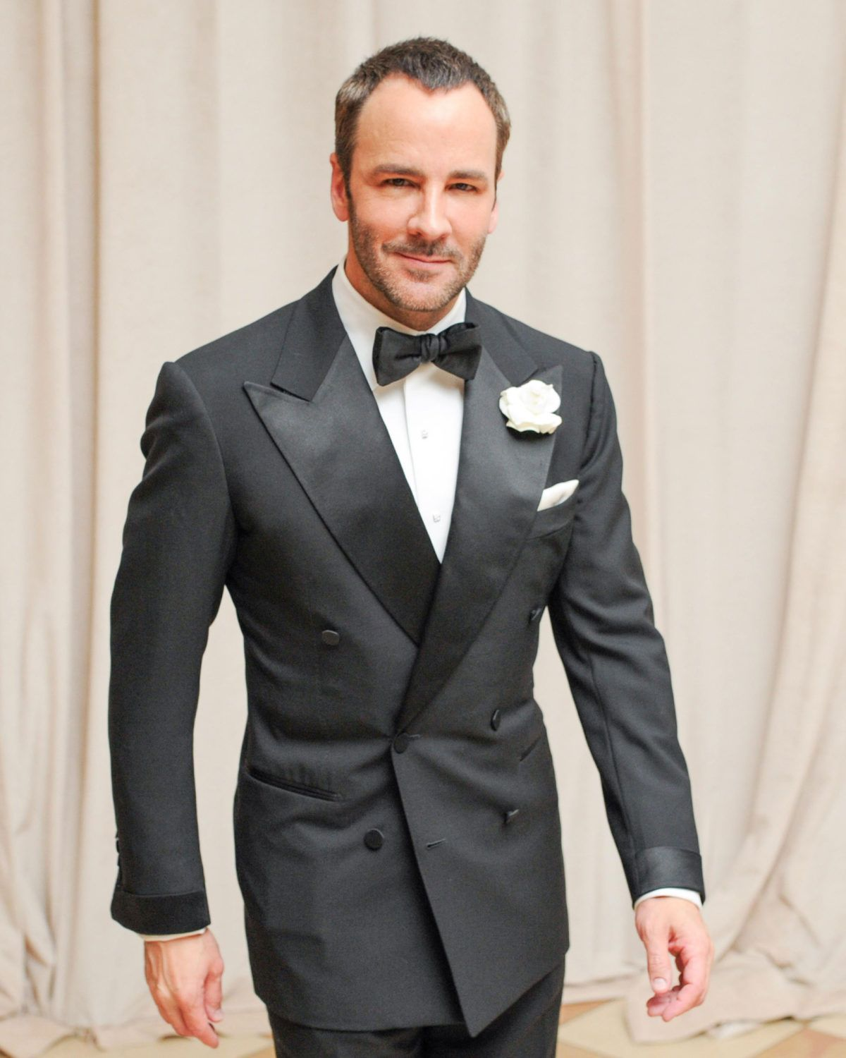 1e969fbadbd34a Tom Ford in a nicely cut 6x4 Tuxedo with wide peaked lapels, cloth covered  buttons, satin turnback cuffs and jetted pockets