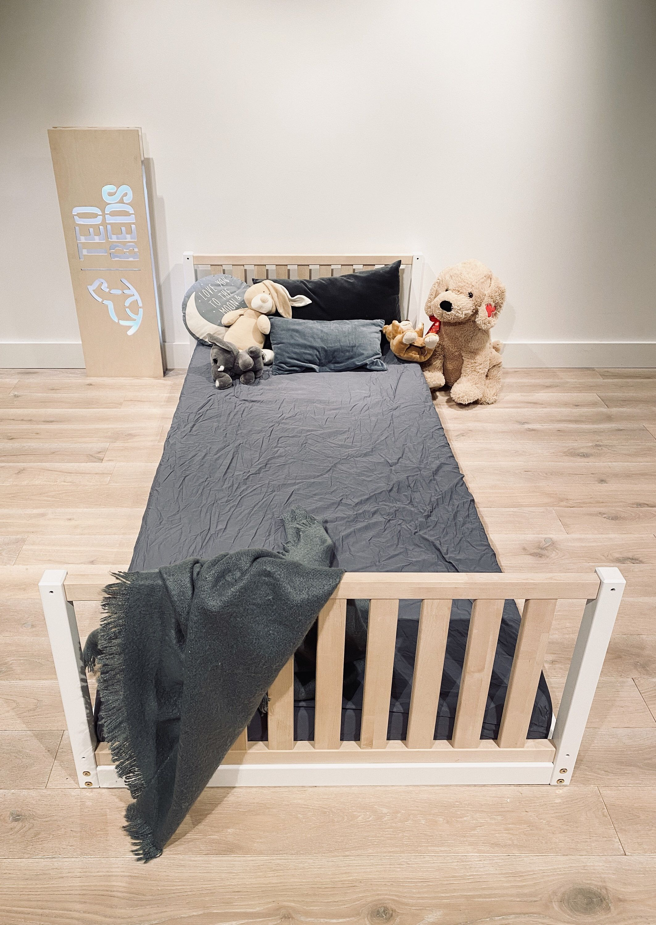 US Full size 53x75 Toddler bed Play bed frame Children bed