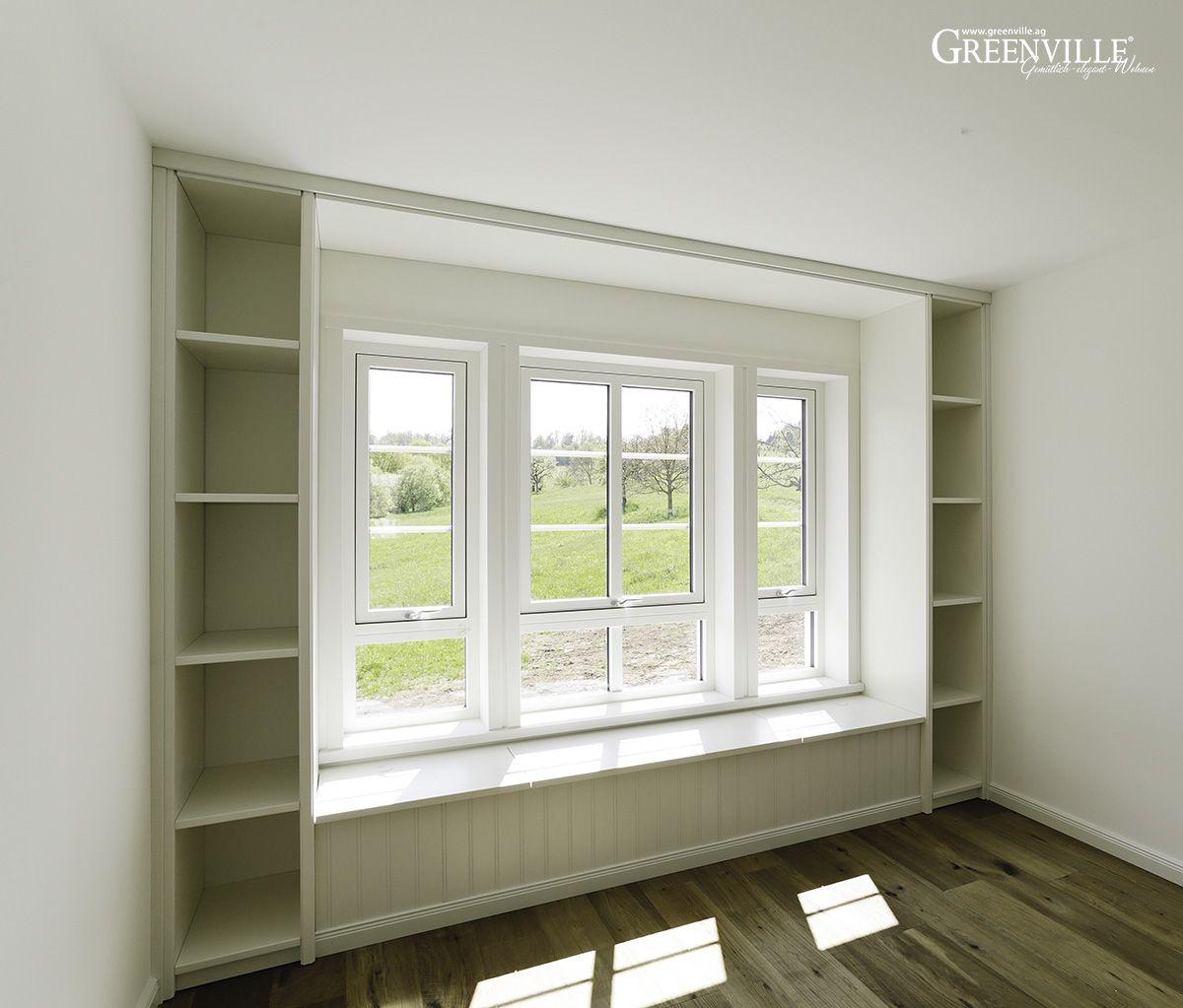 Fensterbank mit Bücherregal. Zum Klönen und Lesen ...