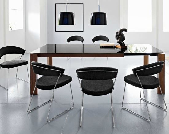 New York Chairs Paired With The Omnia Glass Table From Calligaris