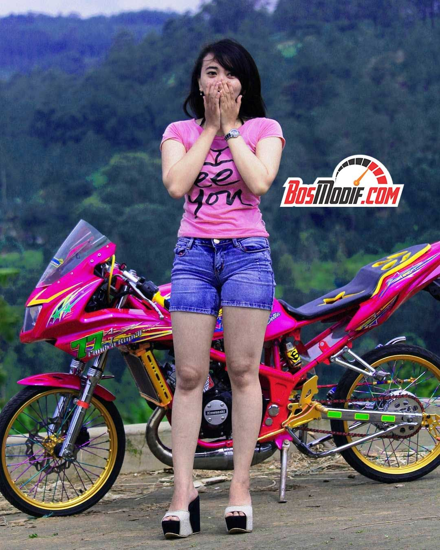 Modifikasi Motor Kawasaki Ninja Dan Cewek Warna Pink 2 Gambar