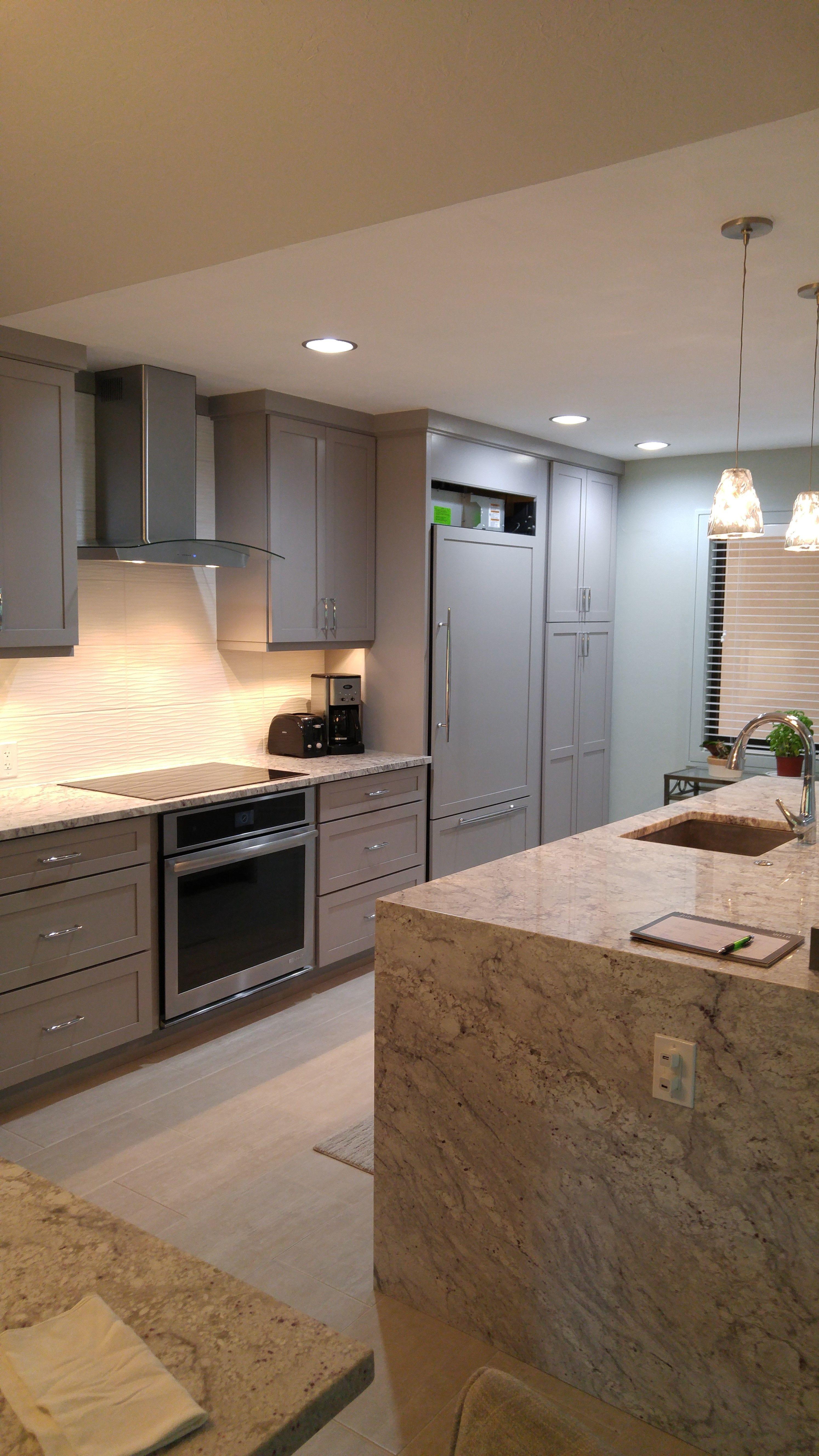 Best Kraftmaid Kitchen Lyndale Door Finish Pebble Grey 640 x 480