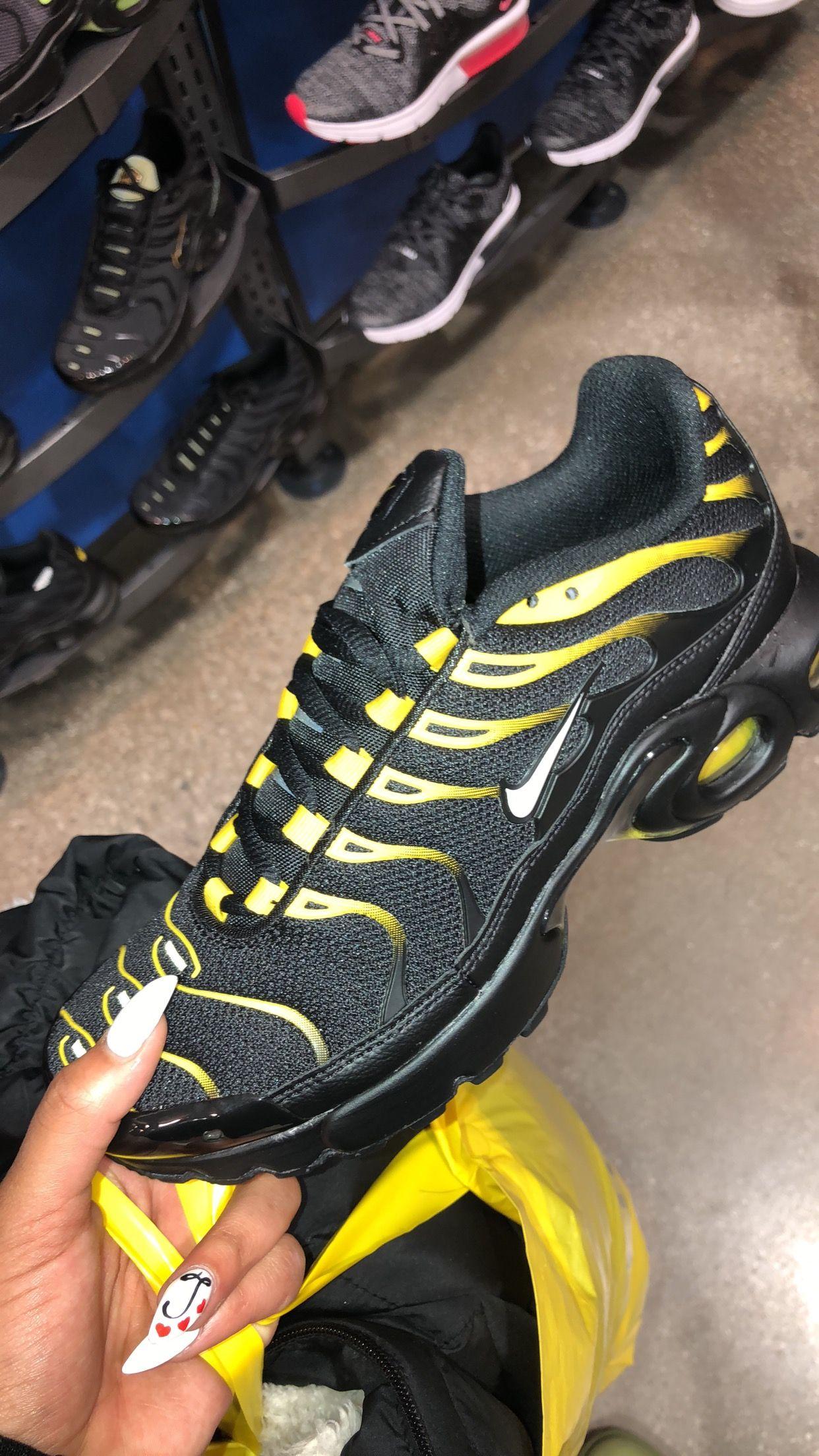 huge selection of 75413 8e030 Nike Air Max Plus 🐝 | Kicks | Shoes, Sneakers nike, Shoes ...