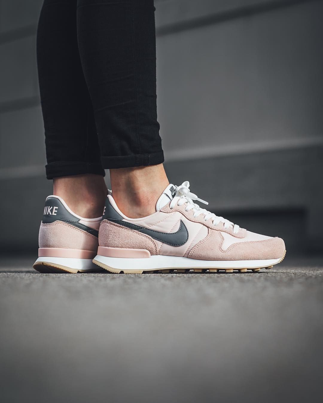 nike internationalist women pink