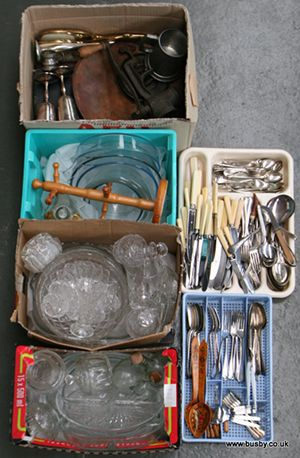 A selection of general kitchenalia