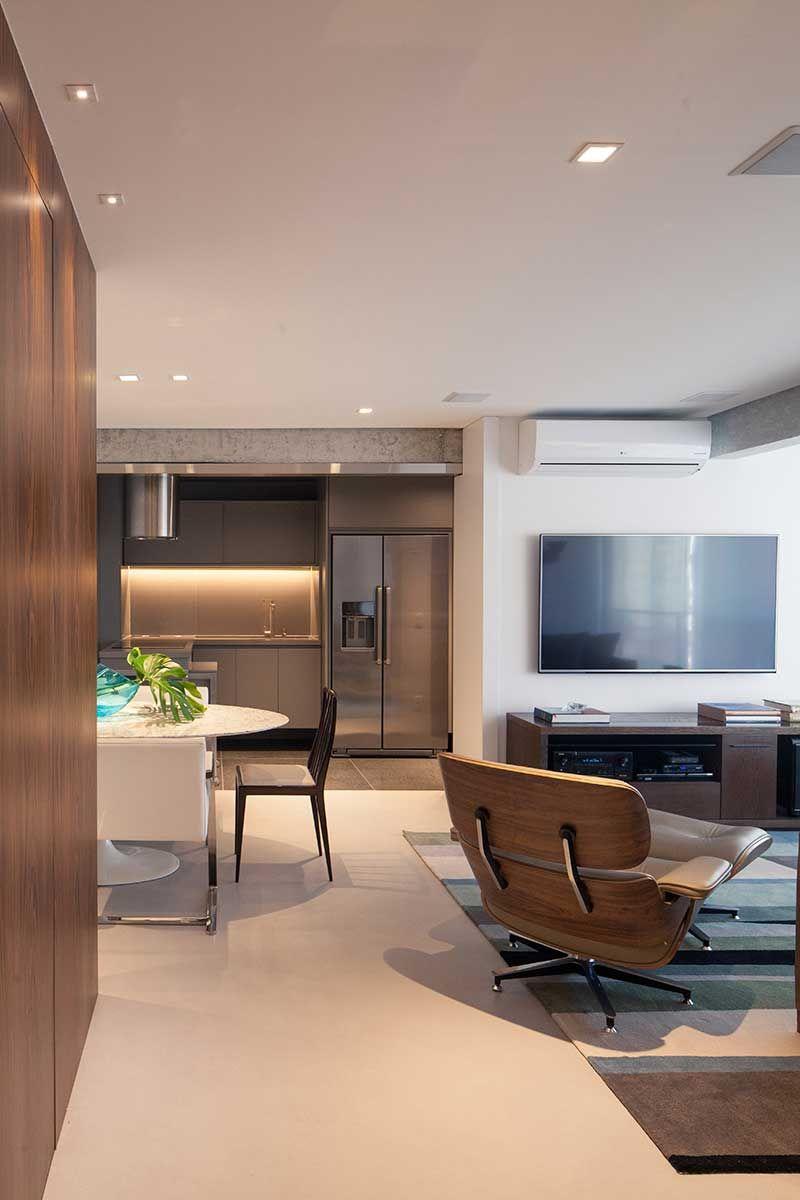 Um Ap Tradicional Modernizado Living Rooms Living Room Interior  -> Sala Com Sofa Cinza E Poltronas