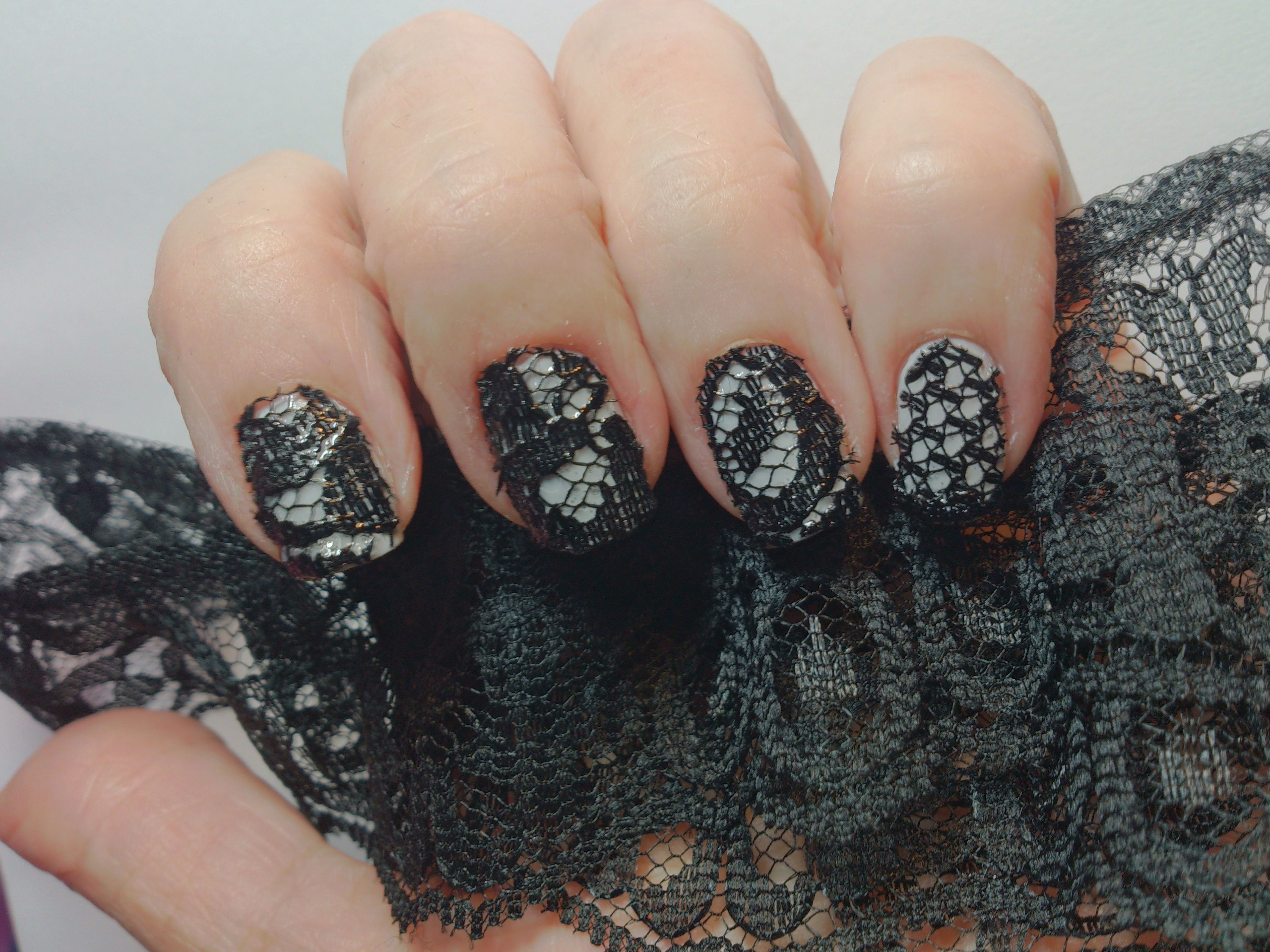 Mani Monday: Beautiful Lace-Inspired Manicure