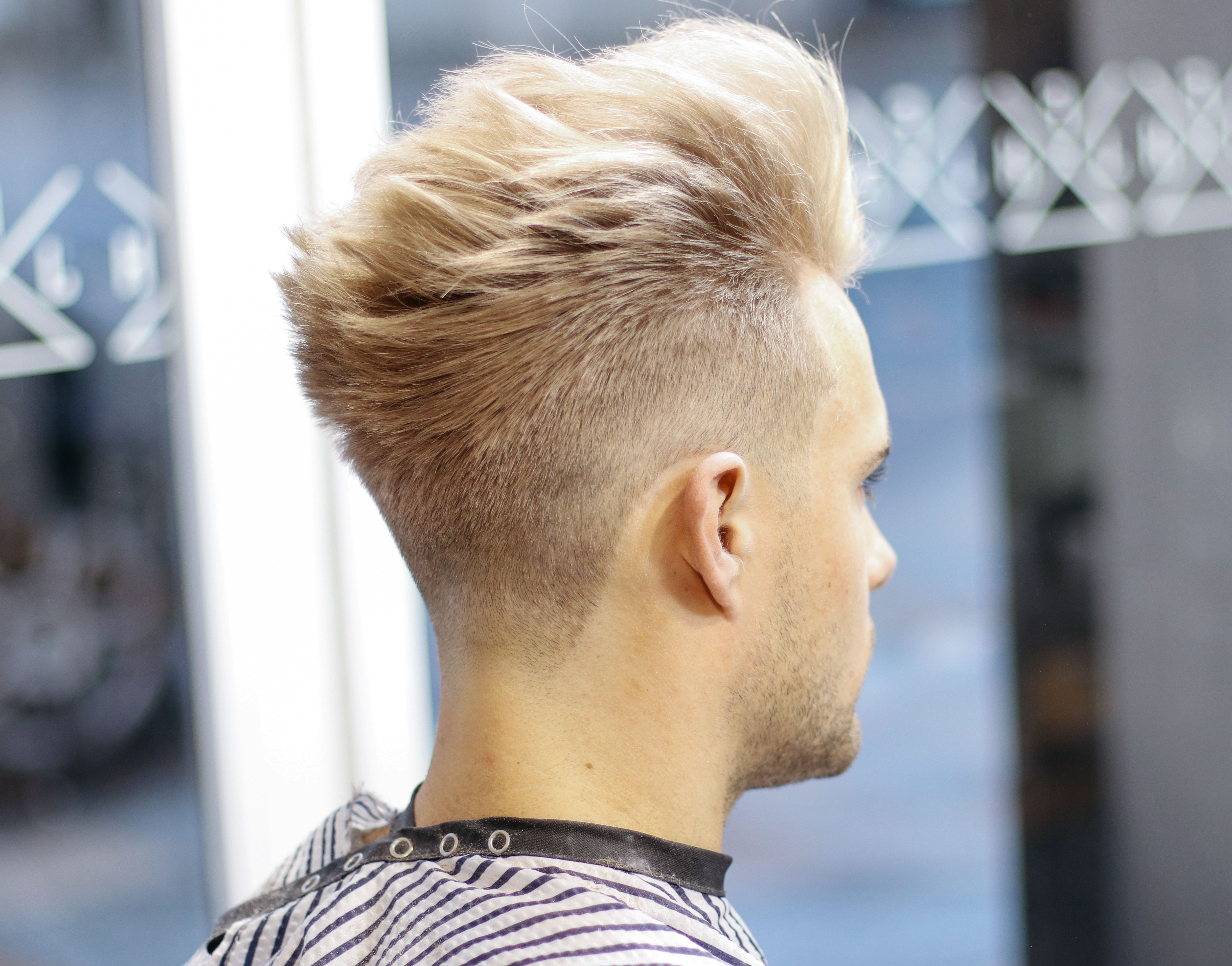 Men S Hair 2018 Platinum Blonde Pompadour X Clean Fade Model Louisarmstrong7 Barber M13ky Men Blonde Hair Cool Hairstyles Tape Up Haircut
