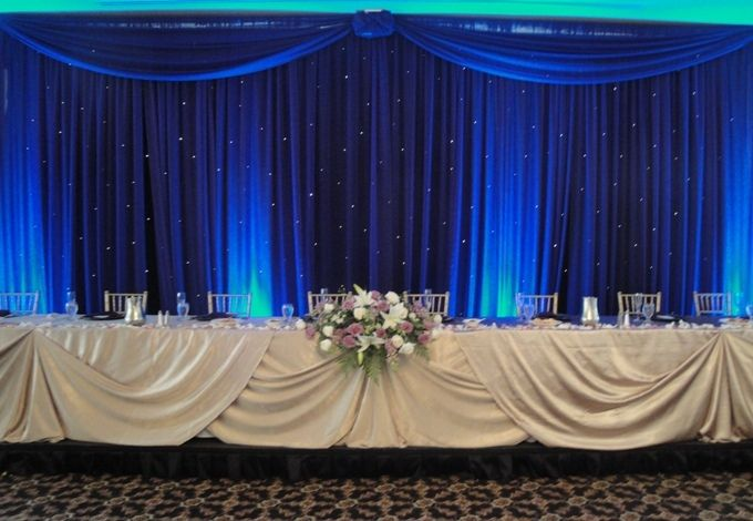 Headtable With Twinkle Backdrop And Uplighting For Wedding