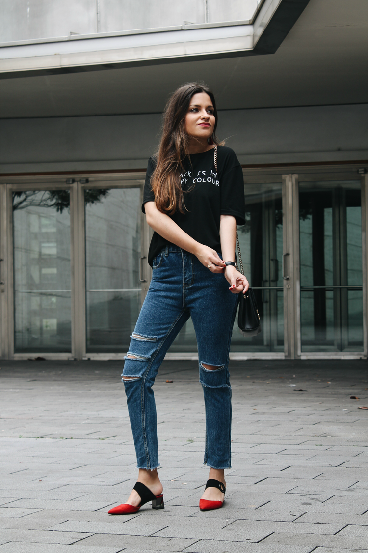 Spring outfit wearing high waist jeans, black tshirt and red shoes #fashion #style