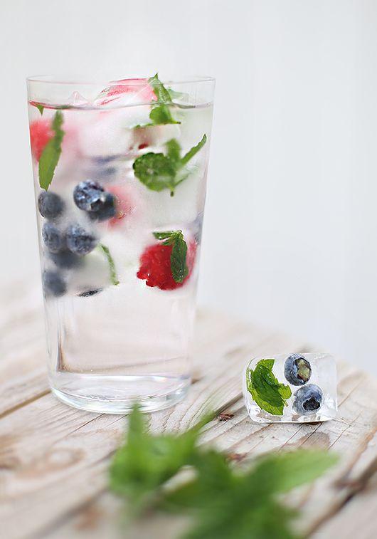 Isbitar med frukt och bär