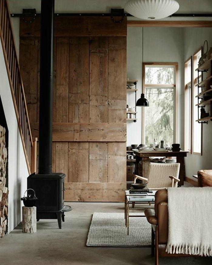 deco-sejour-campagne-rustique-cheminée-canapé-en-cuir-et-chaise