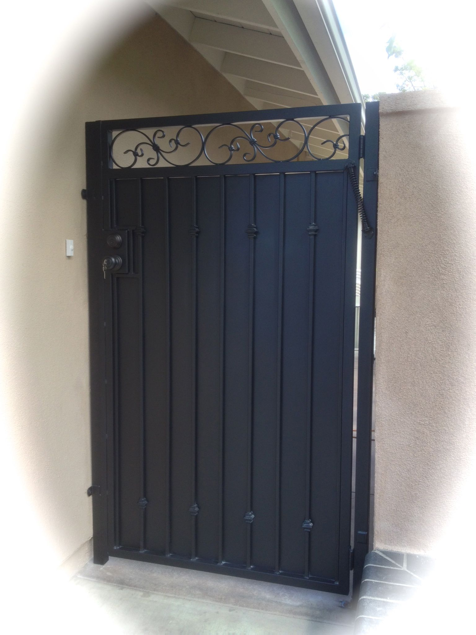 Iron Gate Straight Top Fancy Scroll Sheet Metal Driveway Gate In