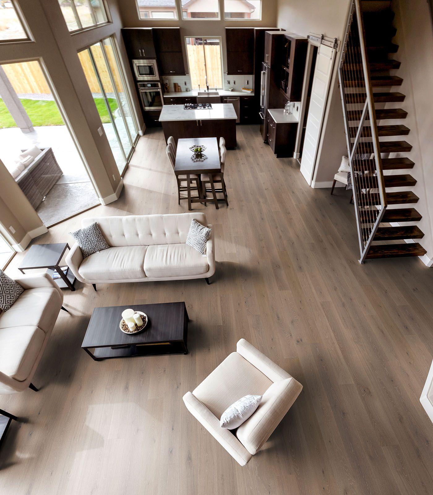 Tolle Landhausdielen Von Woodline Parquetry In Einem Modernem Wohnzimmer.  Harmonisch Eingerichtet In Beige Und Braun