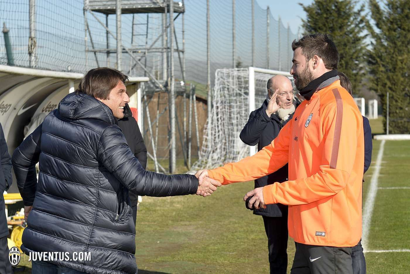 Il ct Conte assiste all'allenamento - Italy coach Conte watches training - Juventus.com
