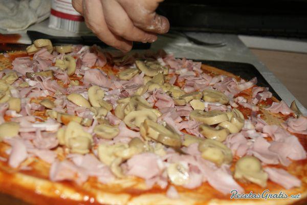 Receta De Pizza De Jamón Queso Y Champiñones