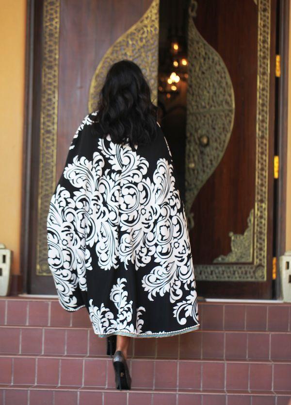 Bisht, Abaya,  kaftan, caftan, jalabiya, Muslim Dress, glamourous middle eastern attire