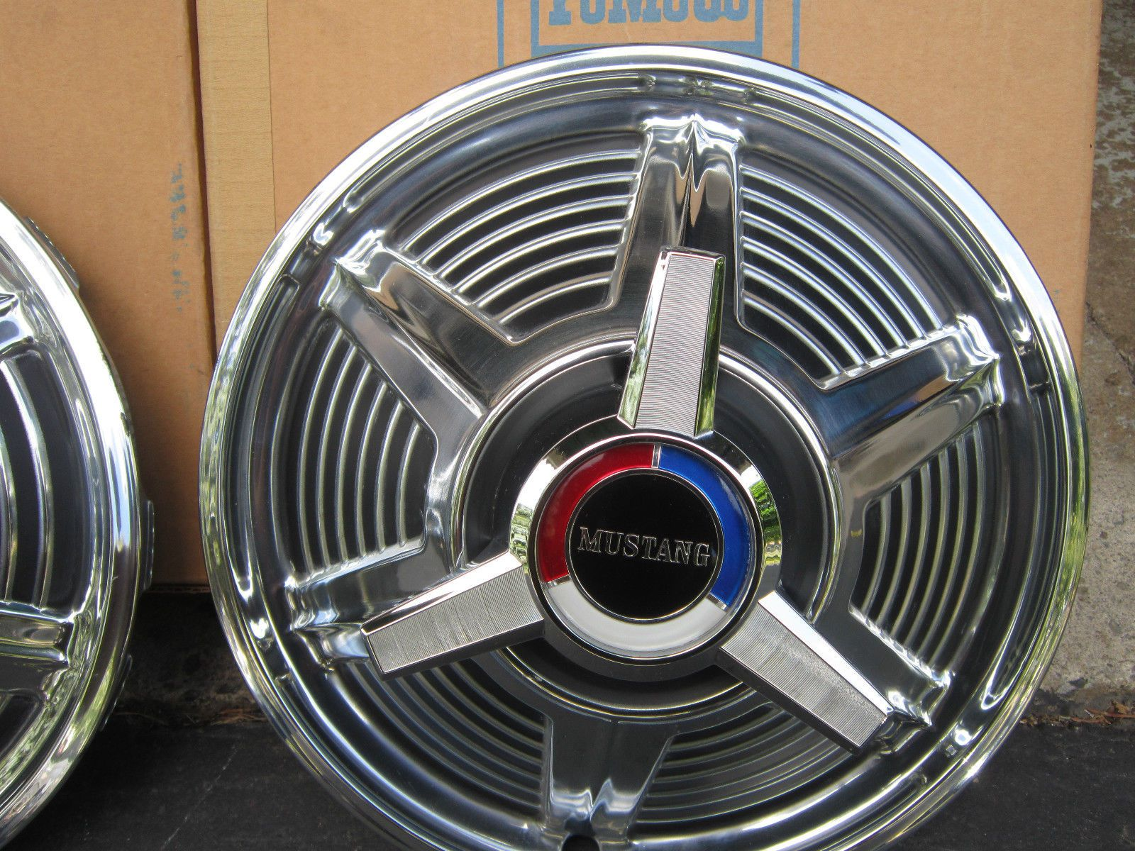 1964 1965 1966 Ford Mustang Wheel Covers With Spinners 13 Fomoco Hubcaps Ebay Wheel Cover Mustang Wheels Mustang