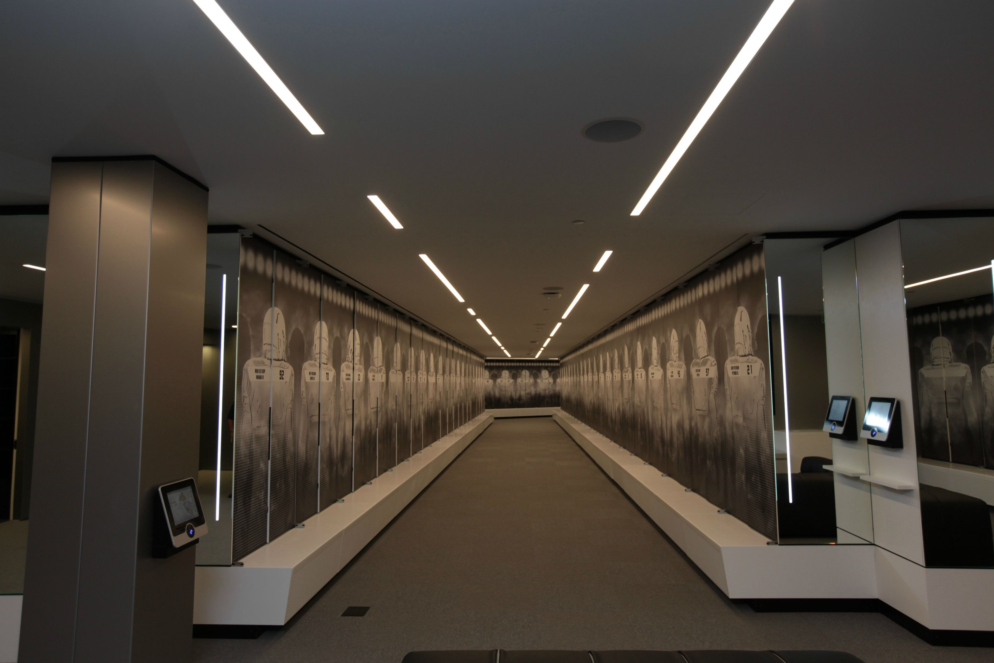 Stunning amenities in Oregon\'s new football facility   Lockers and Room