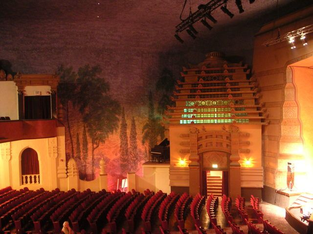 Auditorium fox theater los angeles theatres teatro foxes red also best theate rides at six flags images rh pinterest