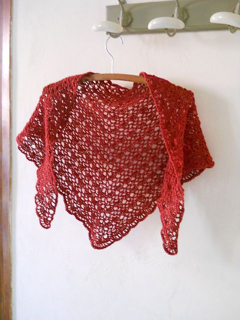 crochet shawl! free pattern at:  http://gosyo.co.jp/english/pattern/eHTML/ePDF/1204/3w/210-211-34_Triangle_Shawl.pdf  Shawl #2dayslook #Shawl #anoukblokker  #sunayildirim  www.2dayslook.com