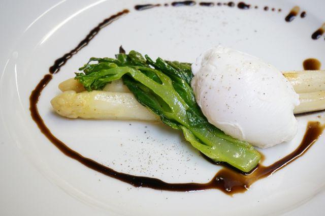 ホワイトアスパラガスと菜の花_ビスマルクOrganic Vegitarian Restaurant Lotus&Flower's One
