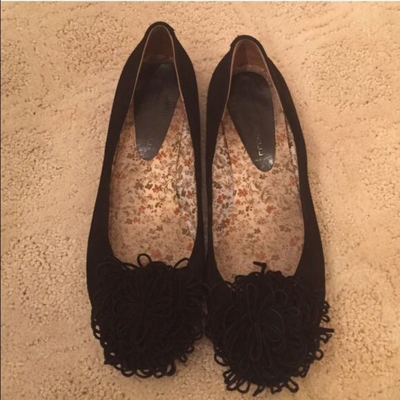 BLACK FLATS WITH POM POM TOP! SIZE: 8 BLACK FLATS WITH POM POM TOP! SIZE: 8 Reposhikg, they unfortunately didn't fit. So cute, well loved but lots of love to still give! Shoes Flats & Loafers